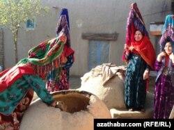 Ауғанстанның Джаузджан провинциясында тұратын этникалық түркімен әйелдер.