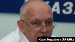Тіркелмеген «Алға» партиясының жетекшісі Владимир Козлов. Алматы, 2 қыркүйек 2010 жыл.