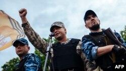 Лидер группировки «ЛНР» Валерий Болотов объявляет результаты непризнанного «референдума», март 2014 года