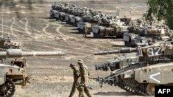 Газа секторымен шекарада тұрған Израиль әскері. 4 тамыз 2014 жыл.