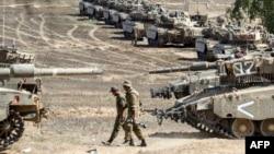 Ізраїльські танки Меркава на кордоні зі Смугою Гази, 4 серпня 2014 року.