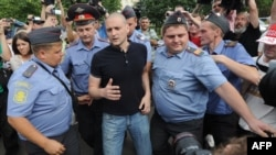 Police officers detain radical Russian opposition leader Sergei Udaltsov (center) during an opposition rally in August 2012.