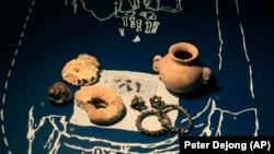 Экспонаты выставки «Крым – золото и тайны Черного моря» в историческом музее Алларда Пирсона в Амстердаме, 4 апреля 2014 года