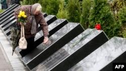La Memorialul Chornobîl din Kiev