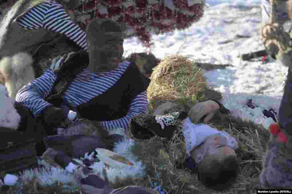 У кожному з кутків панують свої образи й уявлення традиційних костюмів ведмедів і «циганів»