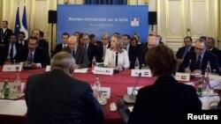 Fransiýanyň Daşary işler ministrliginde Siriýa barada maslahat edilýär. Pariž, 19-njy aprel, 2012.