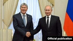 Президент Атамбаев орус мамлекет башчысы Путин менен. 17-ноябрь, 2017-жыл