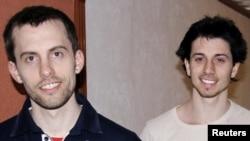 دو آمریکایی زندانی در ایران از چپ: شین بائر و جاش فتال.