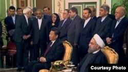 شی جینپینگ، رئیس جمهور چین (چپ) در تهران. ۳ بهمن ۱۳۹۴