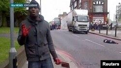 Кадр любительського відео: нападник зі скривавленими руками відразу після вбивства говорить на камеру ісламістські гасла, Лондон, 22 травня 2013 року