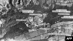 Фотография военной базы с ракетами средней дальности, сделанная американским самолетом-разведчиком на Кубе в октябре 1962 года