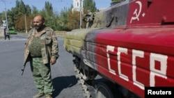 Иллюстративное фото. Боевик группировки «ДНР» в Донецке. Сентябрь 2014 года