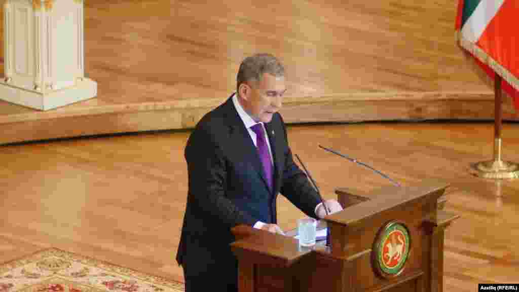 Татарстан президенты Рөстәм Миңнеханов чыгыш ясый