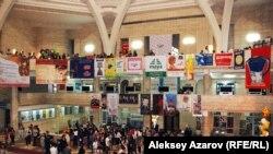 """Фойе ЦГМ РК во время """"Ночи в музее"""". Алматы, май 2012 года."""