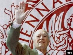 Carlo Ponti 2007-ci ildə, 94 yaşında, ölümündən öncə çəkilmiş rəsmi.