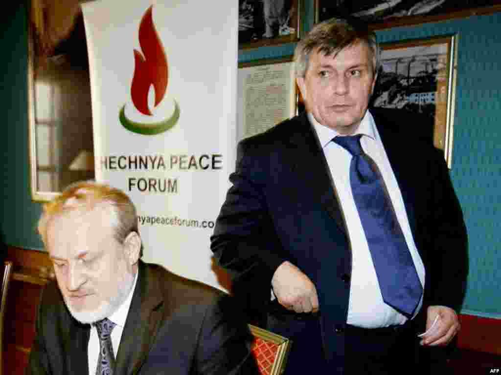 Глава парламента Чечни Дукваха Абдурахманов (справа) встретился в Осло с главой правительства Ичкерии в изгнании Ахмедом Закаевым