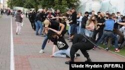 У прямому ефірі затримали двох кореспондентів білоруської служби Радіо Свобода та кількох журналістів телеканалу «Белсат».
