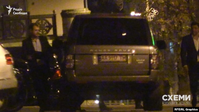 Cтоличний забудовник Мхітарян вийшов з Кабміну й сів у авто, але не своє