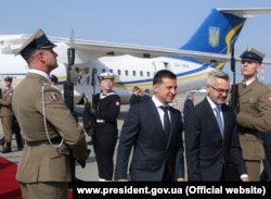 Zelenskiy arriving in Poland in 2019.