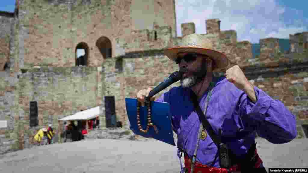 Беззмінний організатор фестивалю «Генуезький шолом» Павло Шепаревич. Історію лицарських турнірів в Середньовічній Європі він вивчив досконально