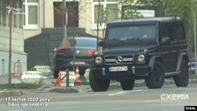 17 квітня знімальна група зафіксувала, як до бокового заїзду в ОП заїхав Mercedes