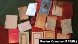 """Экстремистік """"Хизб ут-Тахрир"""" ұйымының діни кітаптары (Көрнекі сурет)."""