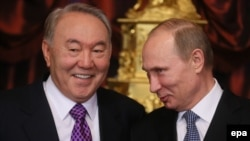 Russia - Russian President Vladimir Putin (R) speaks with Kazakhstan's President Nursultan Nazarbayev (L) during sign documents ceremony before opening of the Supreme Eurasian Economic Council in Moscow, 24 December 2013
