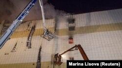 """Пожар в торговом центре """"Зимняя вишня"""" в Кемерове. Фото 26 марта 2018 года"""