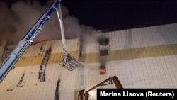 Пажар у гандлёвым цэнтры ў Кемерава. Фота 26 сакавіка 2018 году.