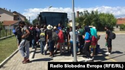 Мигранти на железничката станица во Гевгелија