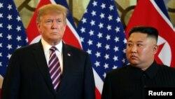 Дональд Трамп и Ким Чен Ын перед началом саммита в Ханое, 27 февраля 2019 года