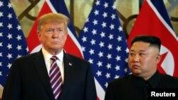 Президент США Дональд Трамп (слева) и северокорейский лидер Ким Чен Ын перед началом саммита. Ханой, 27 февраля 2019 года.