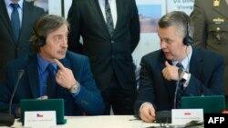 Міністр оборони Чехії Мартін Стропніцкі (л) і Польщі Томаш Сємоняк (п)