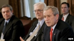 جرج بوش اعلام کرد در دو هفنه آینده سیاست های جدید آمریکا در عراق مشخص می شود.