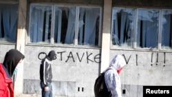 Oštećena zgrada tuzlanske vlade u protestima u februaru