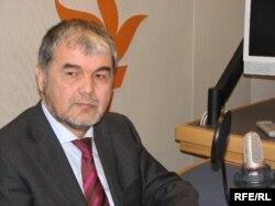 Өзбекстан оппозициясының жетекшісі Мұхаммад Салих Азаттықтың Прага кеңсесінде қонақта отыр.