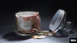 За год запасы рублевой наличности на руках домохозяйств сократились на 13-15%