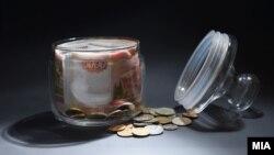 За год запасы рублевой наличности на руках домохозяйств сократились на 13-15%.