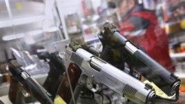 Магазин оружия в городе Юниондейл в штате Нью-Йорк