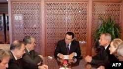 دیدار حسنی مبارک با هیاتی از اتحادیه اروپا در قاهره. (عکس: AFP)