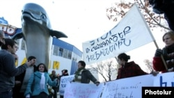 Armenia -- Protest action in front of the Dolphinarium before the opening ceremony, Yerevan , 24Dec2010