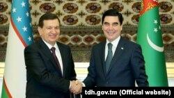 Президенты Узбекистана и Туркменистана Шавкат Мирзияев и Гурбангулы Бердымухаммедов. Ашхабад, 6 марта 2017 года.