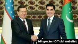Өзбек президент Шавкат Мирзиёев жана түркмөн башчысы Гурбангулы Бердымухамедов