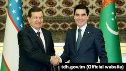 Лидеры Узбекистана и Туркменистана Шавкат Мирзияев и Гурбангулы Бердымухаммедов неоднократно встречались за последние годы.