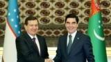 Türkmenistanyň we Özbegistanyň prezidentleri Gurbanguly Berdimuhamedow (s) we Şawkat Mirziýoýew (ç), Aşgabat, 6-njy mart, 2017