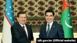 Türkmen prezidenti Gurbanguly Berdimuhamedow özbek kärdeşi Şawkat Mirziýoýew bilen