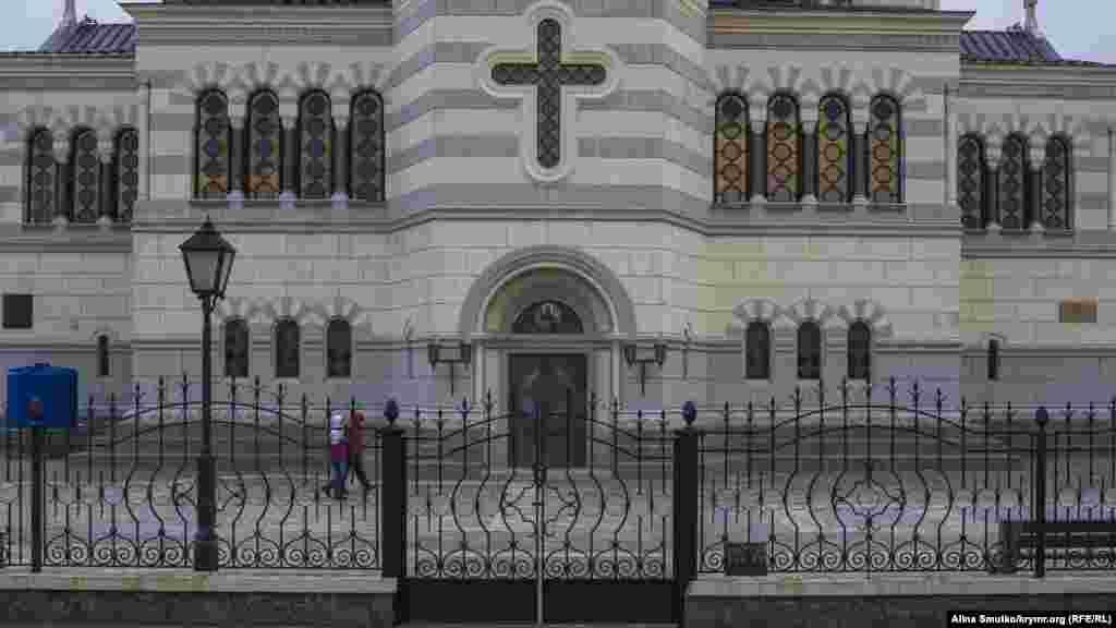 Якщо музей-заповідник все-таки перейде під повний контроль церкви, то регіональні влади більше не зможуть впливати ні на одне рішення, що стосується «Херсонеса Таврійського»