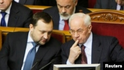 Члени уряду на засіданні парламенту, 22 березня 2013 року