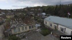 Լեռնային Ղարաբաղ – Ադրբեջանական հրետակոծության ենթարկված տներ Մարտակերտում, 4-ը ապրիլի, 2016թ․