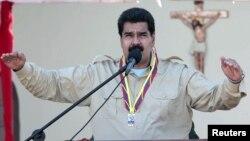 В интервью РИА Новости Николас Мадуро заявил, что от покушений его охраняет Господь